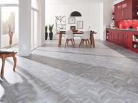 Podłoga w stylu vintage. Postarzane panele podłogowe
