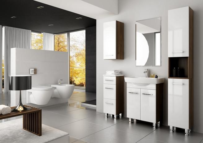 Nowoczesne meble łazienkowe w dużej łazience. Aranżacje łazienki z drewnianymi akcentami