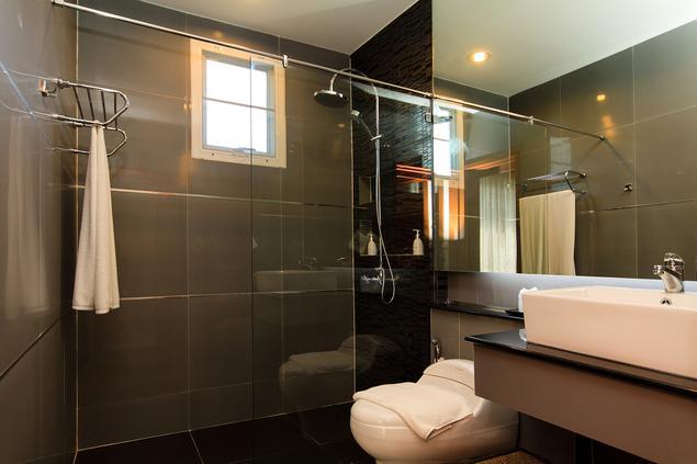 Zobacz galerię zdjęć Pomysł na łazienkę w bloku. Aranżacja łazienki  Stronywnętrza.pl